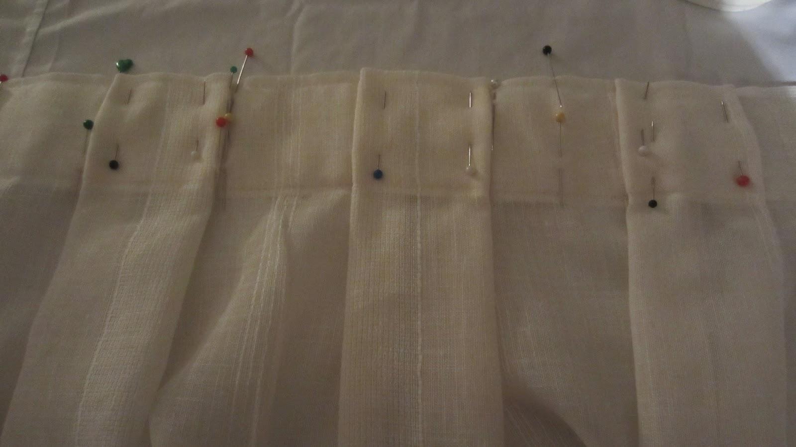 Patrones de costura visillos con tablas marcadas a mano for Como poner ganchos de cortinas