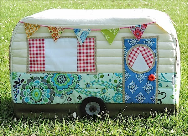 For the Vintage Caravan Sewing Machine Cover Tutorial, please click on the picture below :)