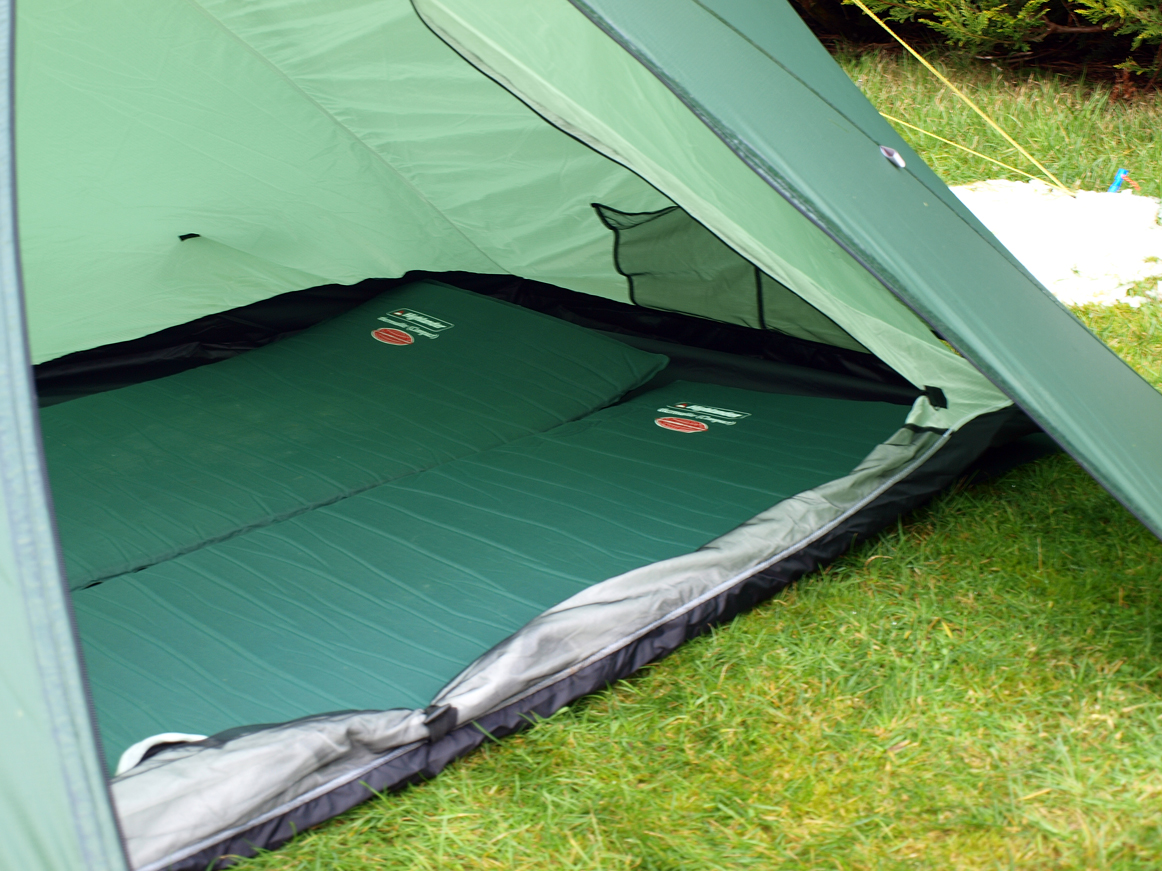 2 Full size sleeping mats just about fit. & Stayinu0027 Alive: Trekkertent Phreeranger EB Pt. 2