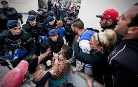Περιμένουν να πιάσουν δουλειά τα distress funds που ήρθαν στην Ελλάδα για να πάρουν τα σπίτια μας μέσω των πλειστηριασμών που απελευθερώνονται από την Δευτέρα