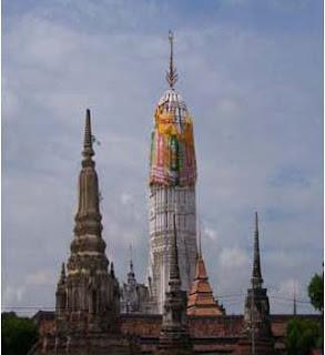 ประเพณีไทย ประเพณีห่มผ้าพระปรางค์วัดพุทไธศวรรย์