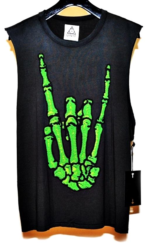 Simbolos Illuminati e ocultista na marca de roupa UNIF
