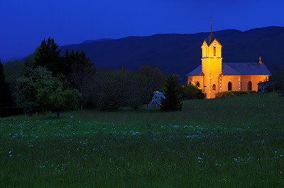 Photo of Franclens church illuminated at dusk