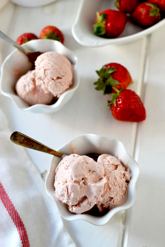 3-Ingredient Strawberry Ice cream