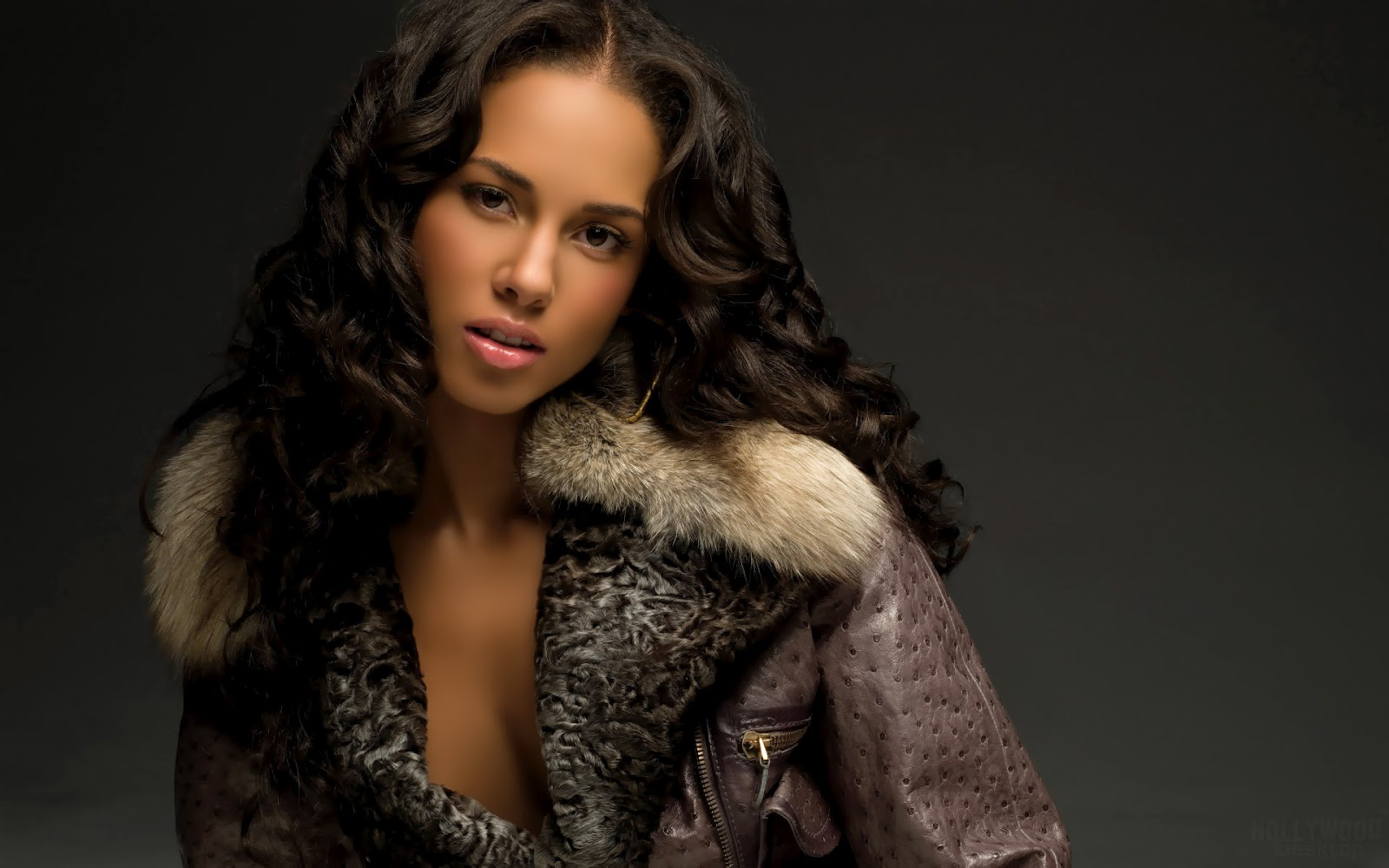 http://1.bp.blogspot.com/-oBJYEx1iOYY/TzRQxXSdftI/AAAAAAAAA0A/ZuKr2kbLfHU/s1600/Alicia+Keys+hot+looks+%282%29.jpg
