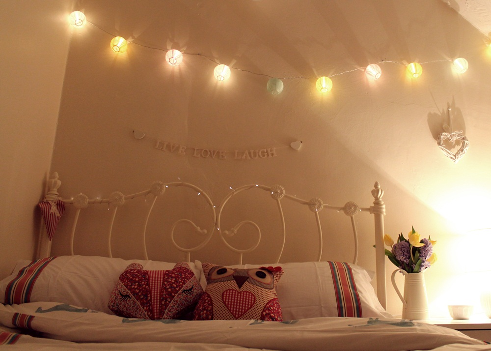 String Lights In Rooms : I ve been treading water for your love. Little Winter