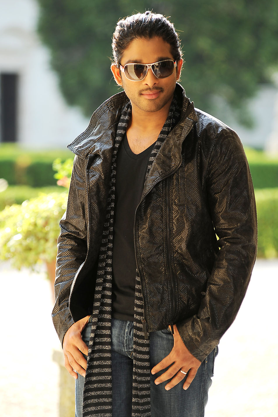 Allu Arjun Stylish Stills In Badrinath Tollywood Stars