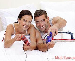 couple-having-fun-playing-videogames