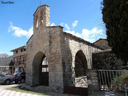 La capella de la Pietat de Sant Llorenç amb el campanar de cadireta. Autor: Ricard Badia