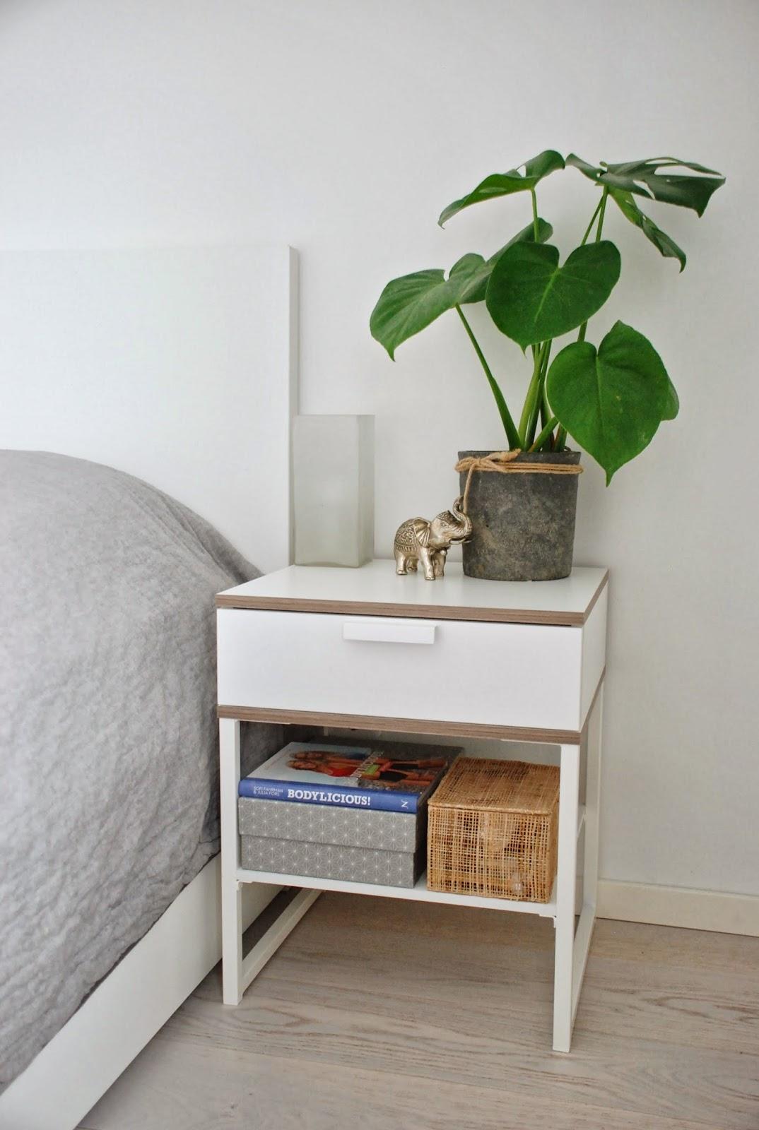 Pems platser: på sängbordet