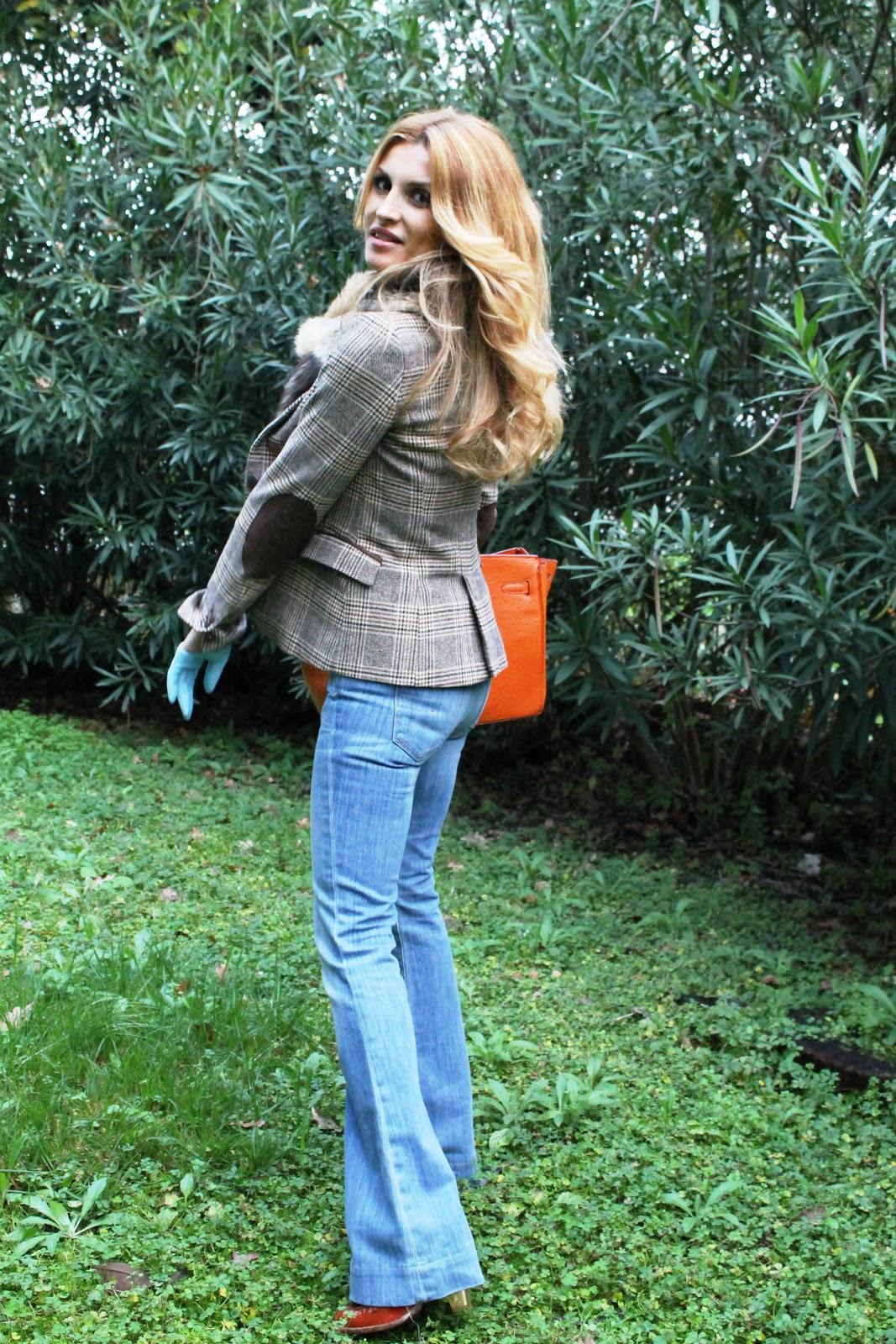 http://1.bp.blogspot.com/-oCWdmt_lGLA/TtT07SmUQYI/AAAAAAAACKk/yXj655CH7RQ/s1600/blonde_girl_hermes_birkin_ragazza_bionda_con_porsa_collo_di_pelliccia_fur_faux_gloves_jeans_zara_dolce_e_gabbana_hermes_belt_prada_zara_jacket_giacca-10.JPG