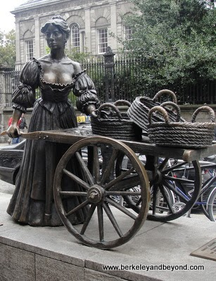 Statue of Molly Malone on Grafton Street in Dublin, Ireland
