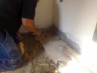 חשוב ליישם טיט בכל שטח המרצפה ולא רק בדפנות!