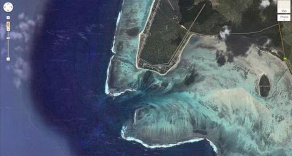 Gambar Air Terjun di Bawah Laut Kepulauan Hindi