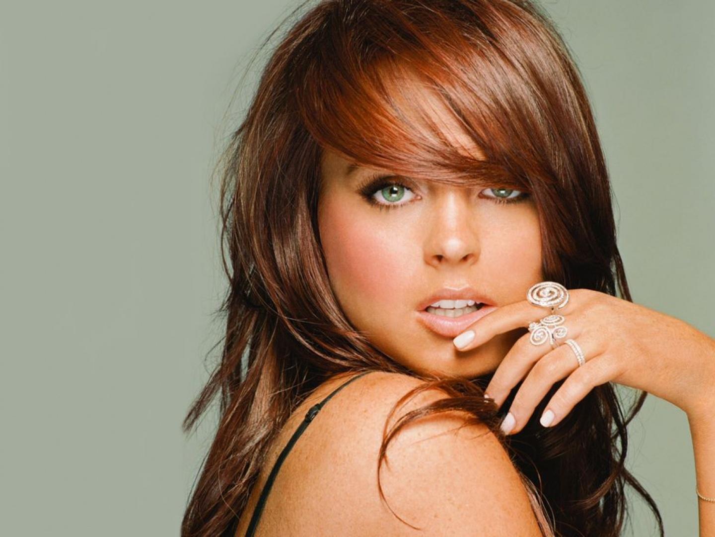 http://1.bp.blogspot.com/-oCtqVzJd4mQ/TpC3rFcHJJI/AAAAAAAAABM/-rJR_JK4mE4/s1600/Lindsay-Lohan-con-el-dedo-en-la-boca.jpg