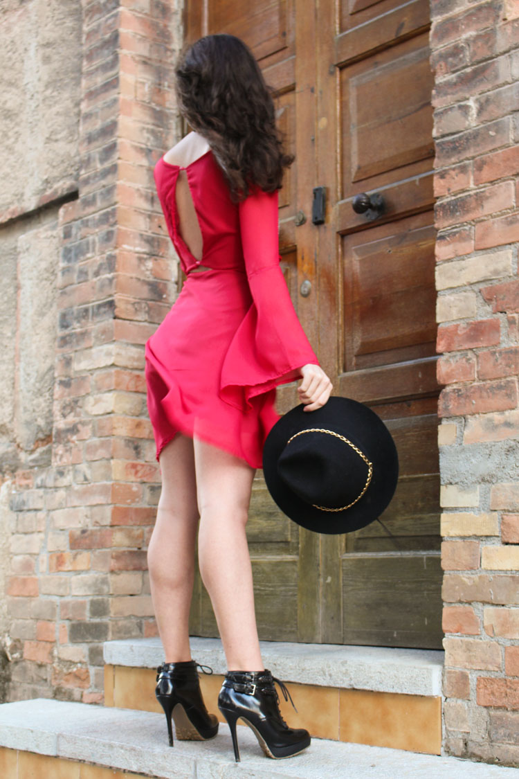 OOTD: backless Red dress, heels, black hat