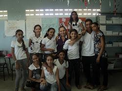 Professora Cristiane e os alunos do 8º ano.