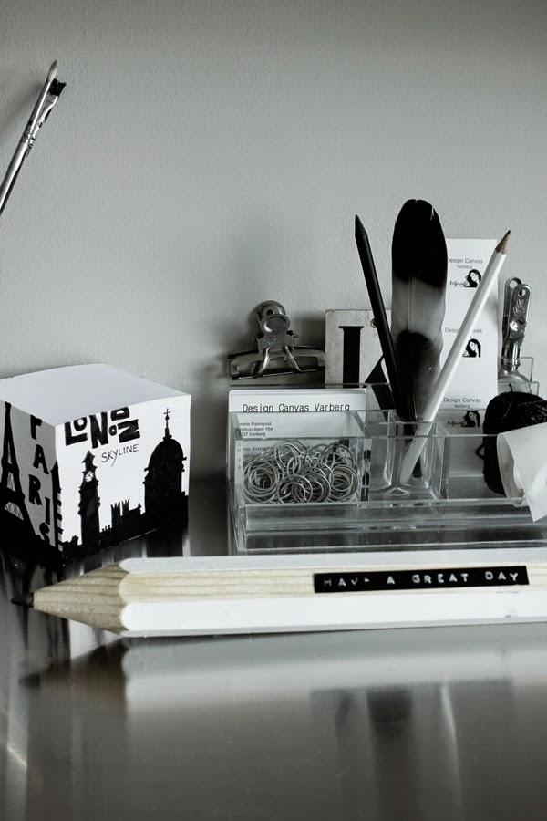 diy, svart och vitt, inredning, svartvita, svart, svarta, vitt, vita, blockkub, block, pennställ, på skrivbordet, stor penna, pennor, gem, fjäder, vit penna, svart penna, london, motiv,