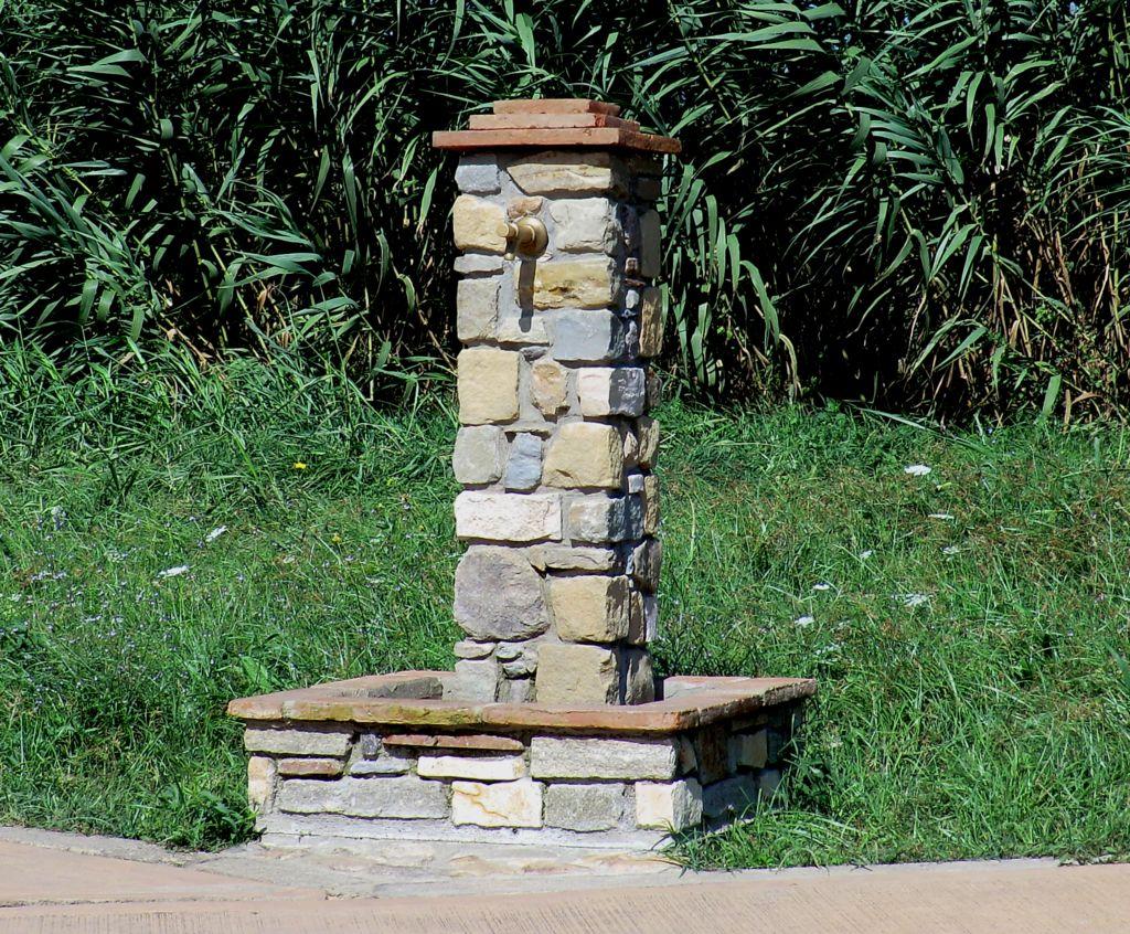 Arte in pietra fontane in pietra for Fontane da giardino fai da te
