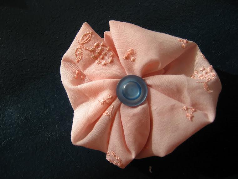 Clama de par roz cu bleumarin