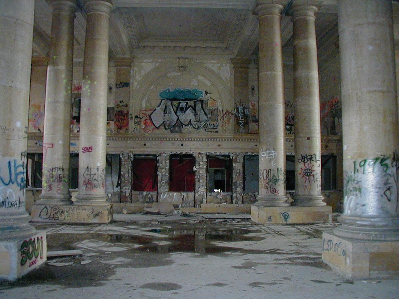 Haunting Images Of Detroit's Decline (PHOTOS)