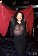 Sonia Braga, muito depois da Gabriela, com 48 anos, na estréia do filme .