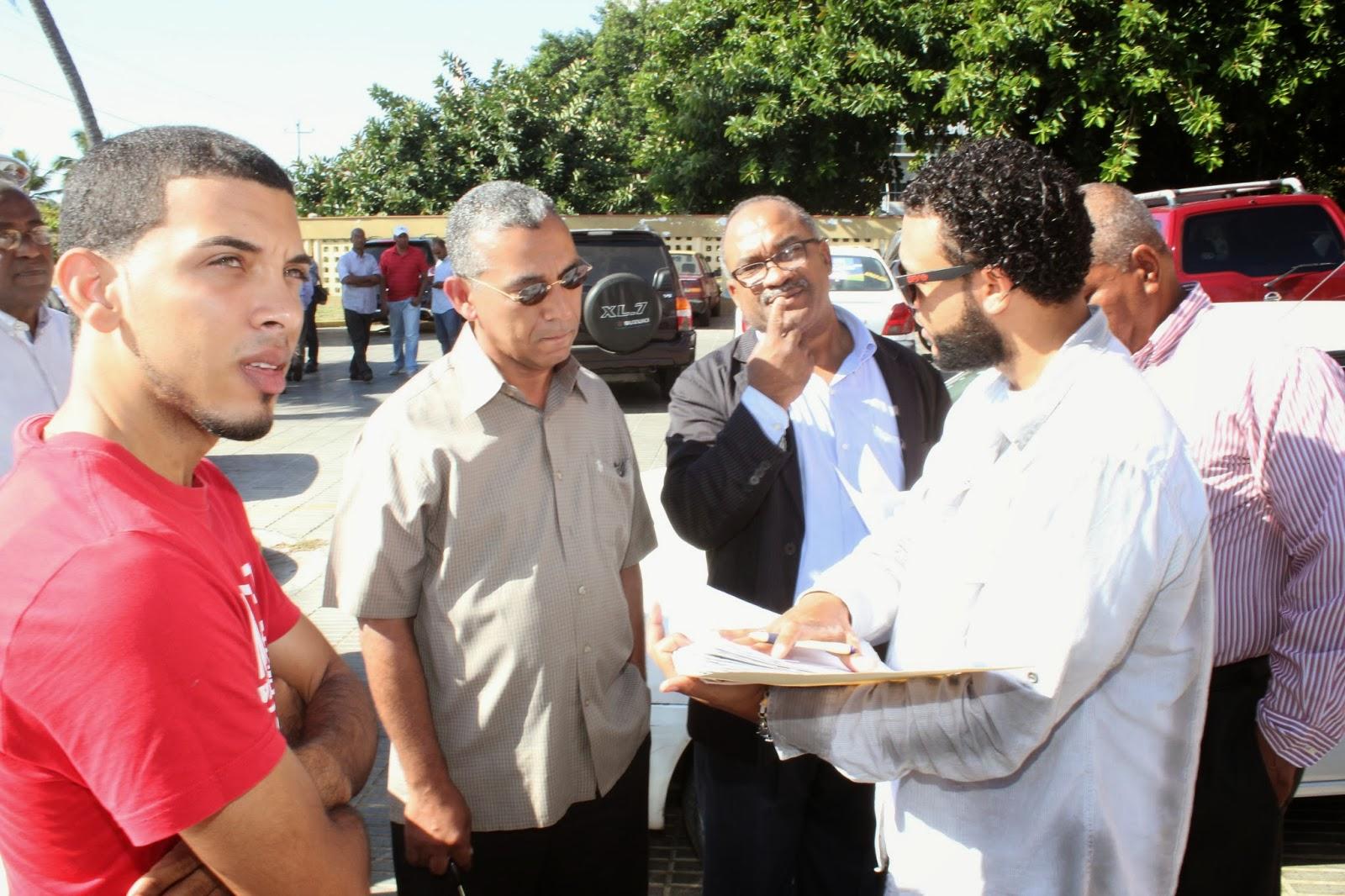 Cientos de periodistas obtienen revista para sus vehículos durante operativo organizado por el CDP y Obras Públicas