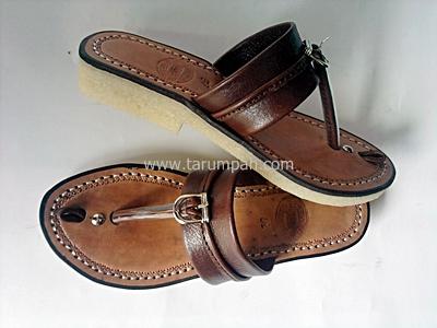 Sandal tarumpah wanita