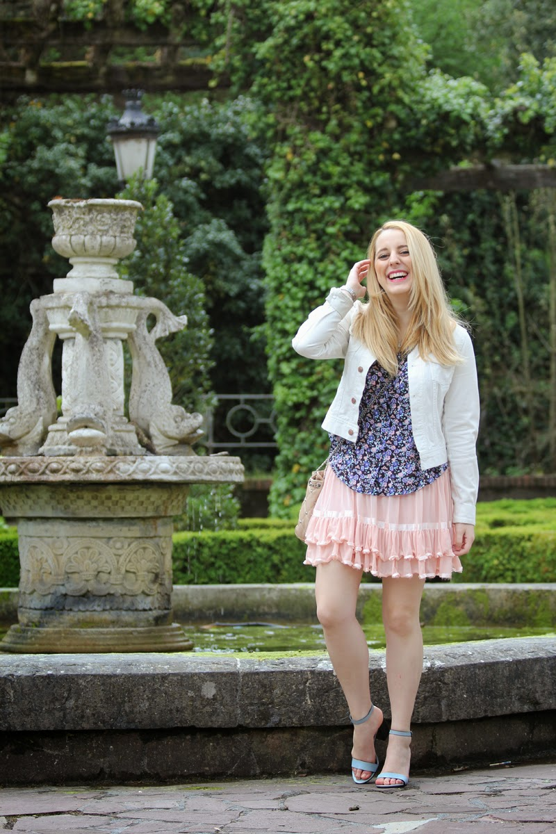 conjunto_romantico-falda_rosa-camisa_flores-blog_bilbao