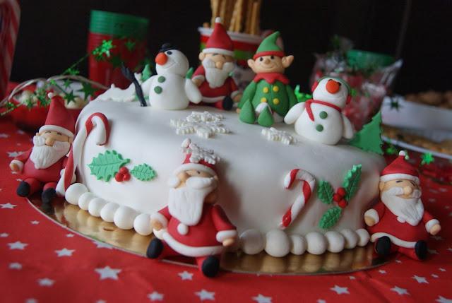 Bitrhsday cake, christmas cake, preety cake, świąteczny tort, tort zimowy, tort z mikołajem, urodziny w zimie, świąteczny pomysł na urodziny, świąteczne smakołyki, świąteczne słodkości, tort na Boże Narodzenie