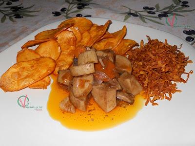 Boletus en escabeche con virutas y chips de boniato.