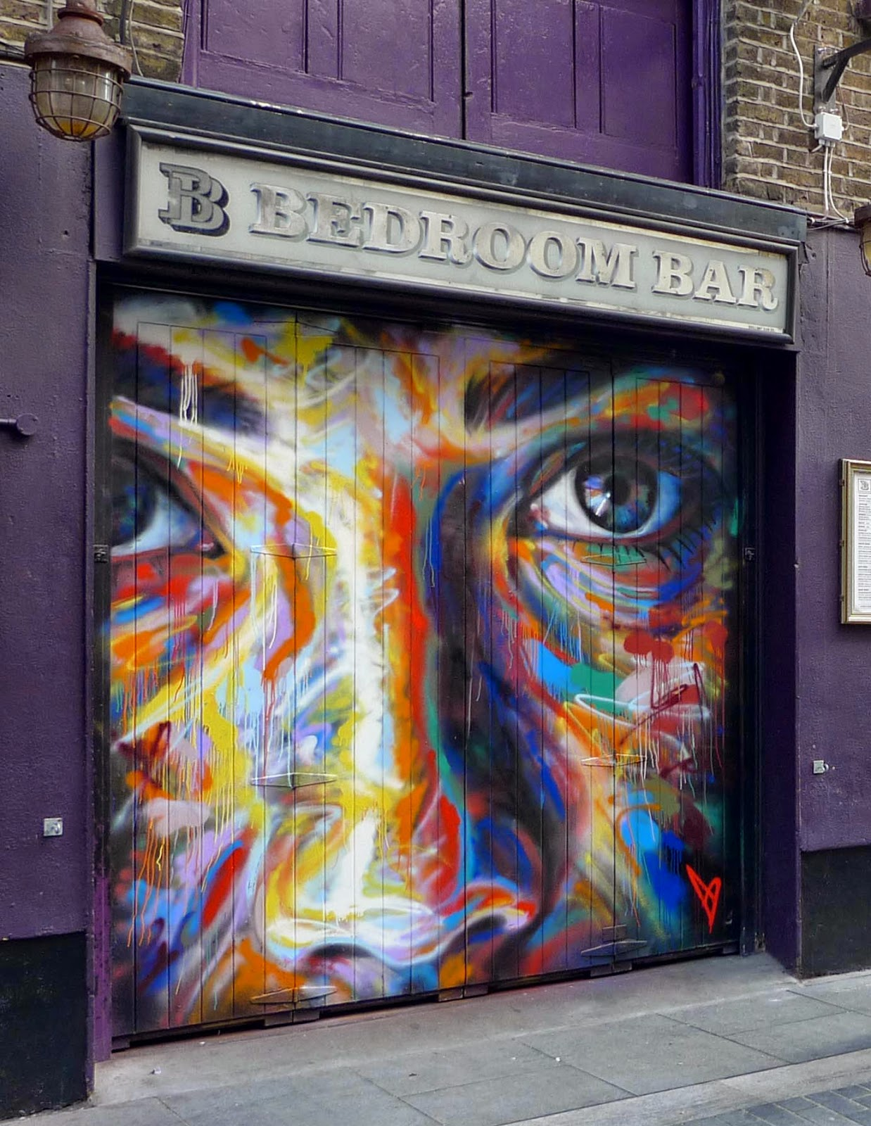 David Walker is back in London, UK where he just finished working on that new piece in the district of Shoreditch.