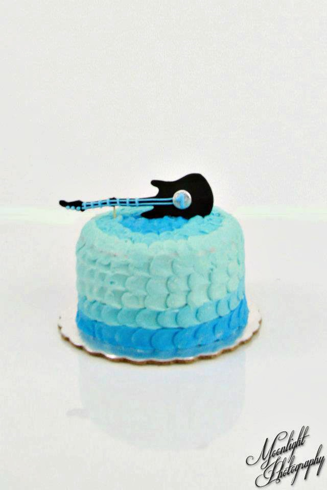 blue guitar ombre cake