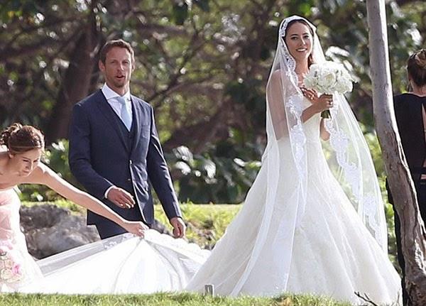نجم البريطاني جنسون باتون أعلان زواجه من عارضة الأزياء جيسيكا ميتشيباتا