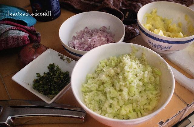 how to make aloo gobi paratha recipe