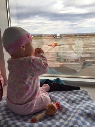 как лететь на самолете с грудничками и маленькими детьми