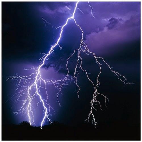 Cara elak dipanah petir dan kilat, 10 langkah elak jadi mangsa panahan petir, panduan mencegah diri dari terkena kilat dan petir, tips elak dipanah petir kilat, gambar dipanah petir, foto kilat, ribut petir