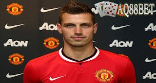 Liputan Bola - Faktor dari Louis van Gaal sangat berpengaruh dalam keputusan Morgan Schneiderlin untuk menerima tawaran dari Manchester United. Schneiderlin tak mau melewatkan kesempatan dilatih oleh figur yang disebutnya sebagai salah satu manajer terbaik di dunia itu.