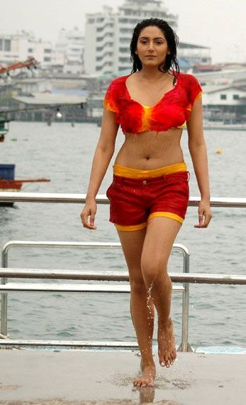 Ragini dwivedi bikini pics