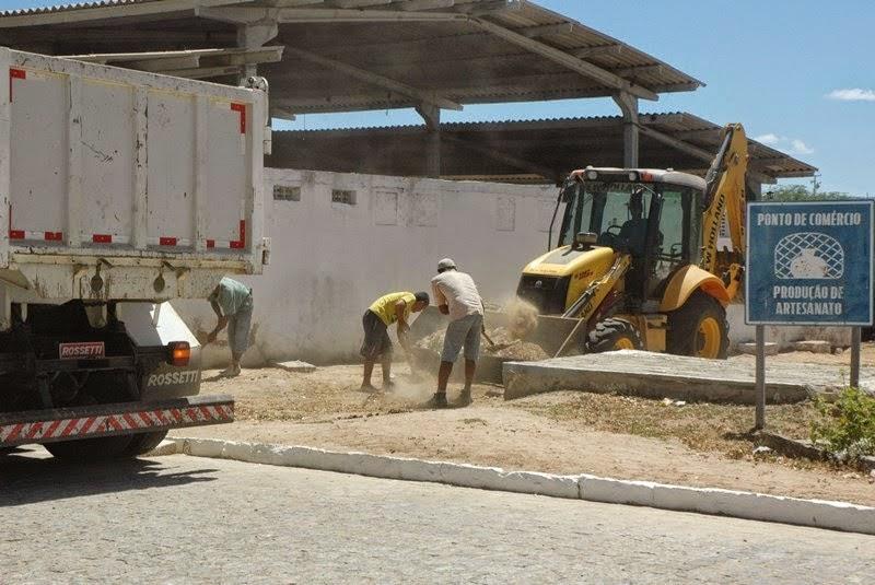 SÃO JOÃO DO TIGRE: Operação retira entulhos das ruas e avenidas da cidade