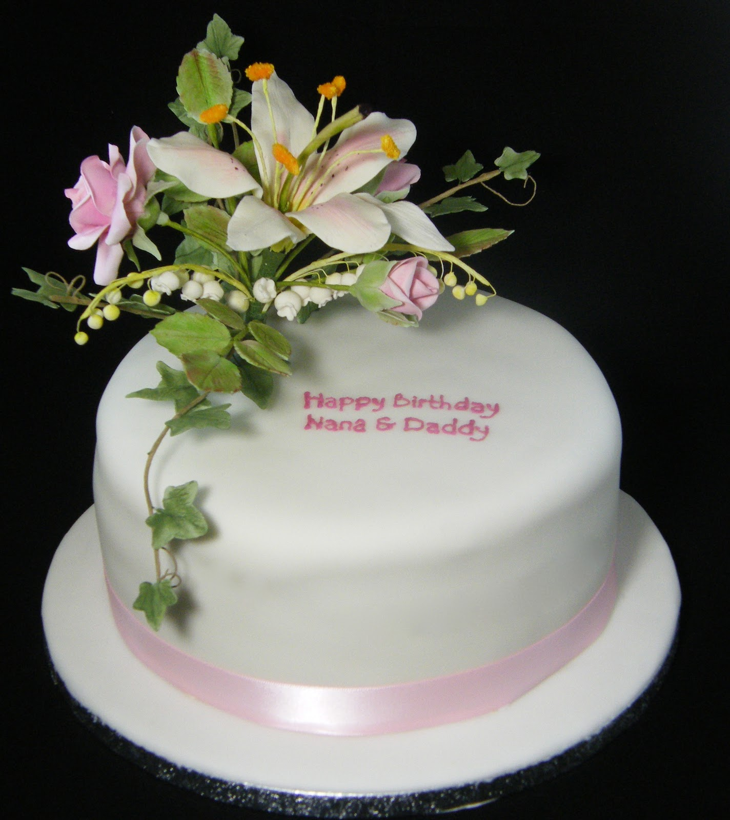 Heartsong cakes and crafts a sugar flower birthday cake a sugar flower birthday cake izmirmasajfo