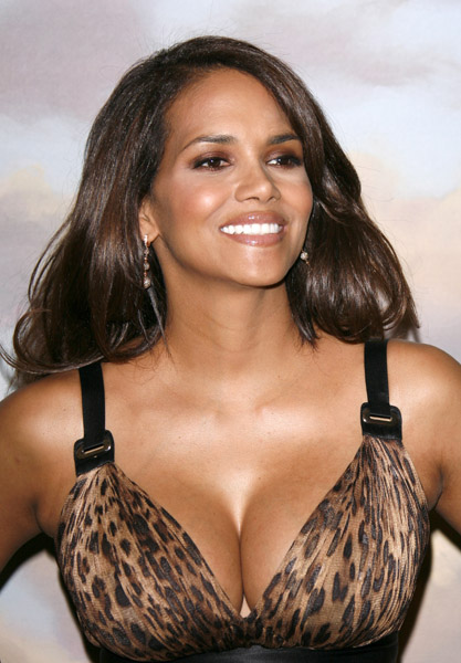 New Style Clothes: Halle Berry Photos Collection