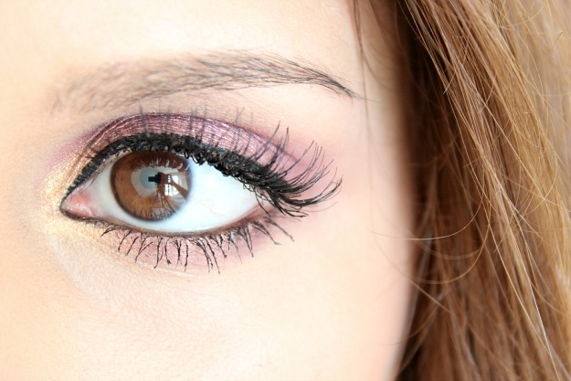 Fuchsia eye make up