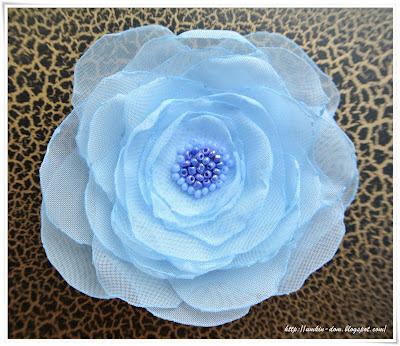 Голубой цветок из вуали, брошь