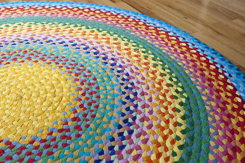 dekorujemy razem: dywany z koszulek