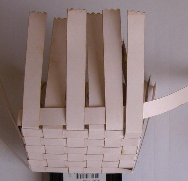 Как сделать плетеную коробочку из бумаги своими руками