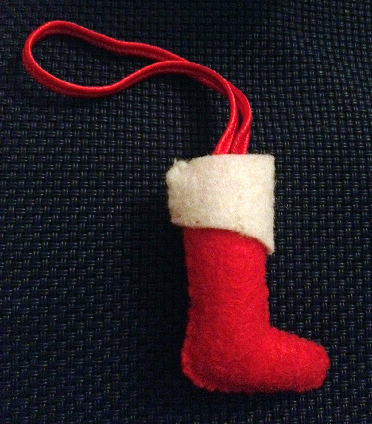 Adornos y colgadores originales de navidad en fieltro for Colgadores para botas