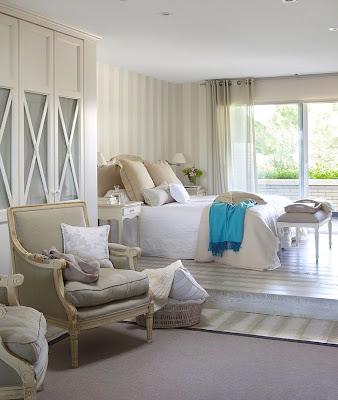 hermoso dormitorio acogedor