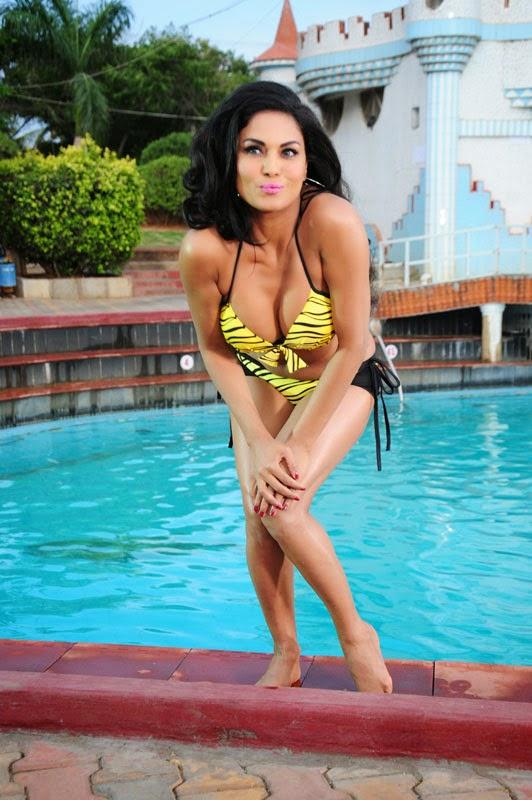 Veena Malik Hot Pics