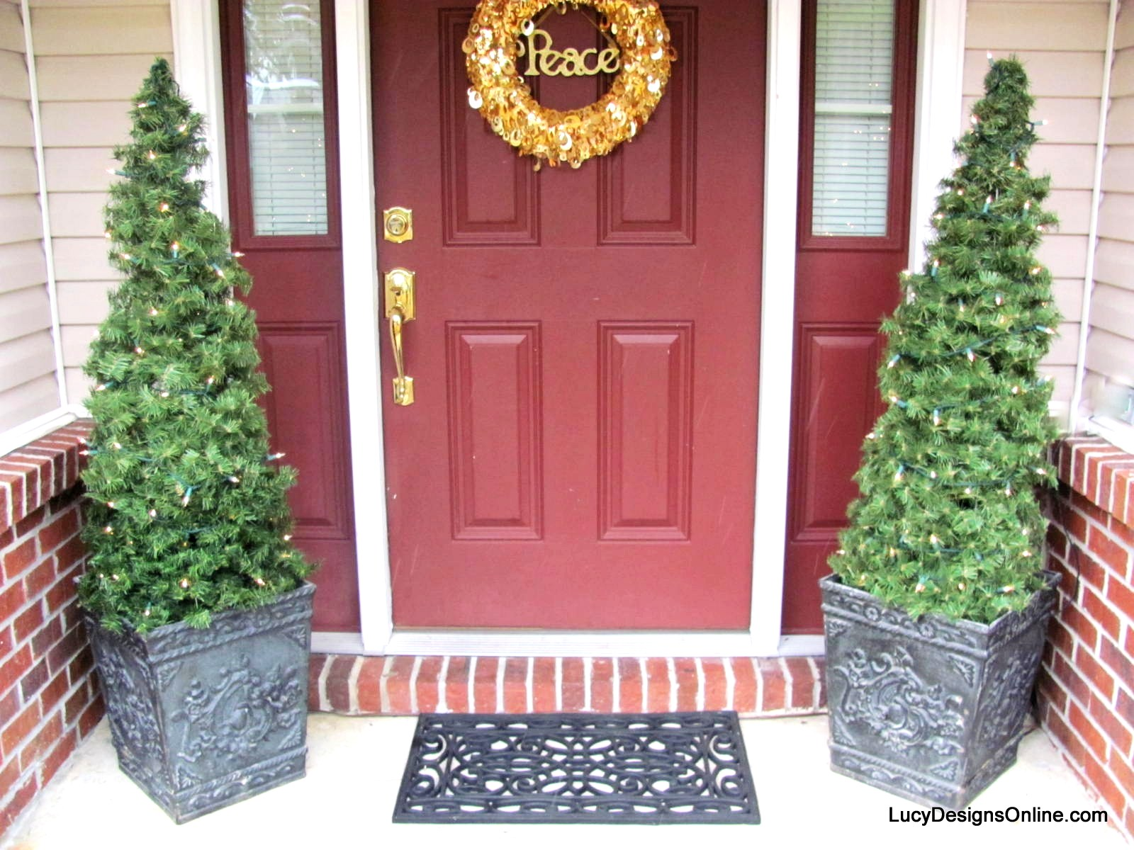 Diy Tomato Cage And Garland Topiary Christmas Trees Lucy